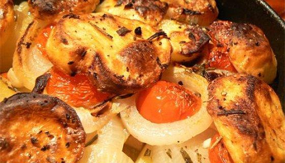 Teglia di patate cipolle e pomodori