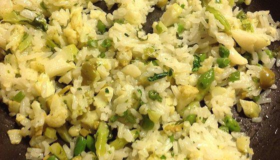 Riso thai con cavolfiore, olive verdi e fagiolini