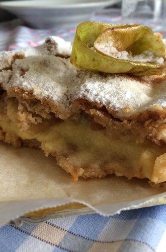 Frolla alla nocciola e farina monococco con crema pasticcera alla vaniglia e mele