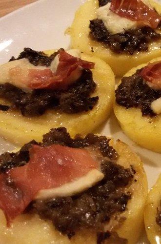 Crostini polenta e radicchio